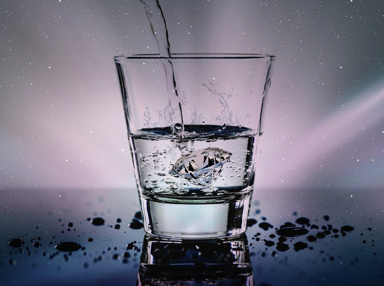 Hexagonales Wasser mit hexagonaler Struktur mehr Energie